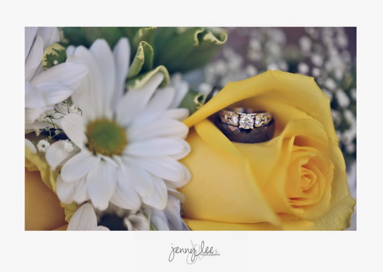 Ring shot in yellow roses and daisies