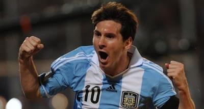Lionel Messi mantiene en el liderato a Argentina