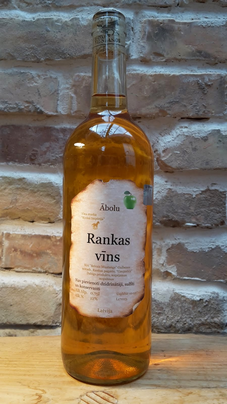 Ābolu pussaldais vīns 0.75 l