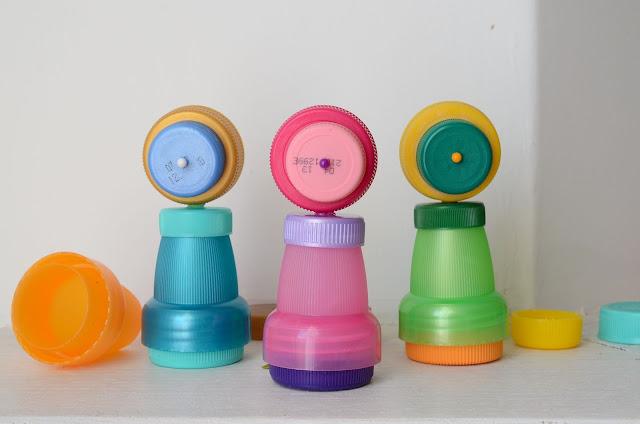 riciclo creativo: bambole fatte a mano realizzate con materiale di riciclo