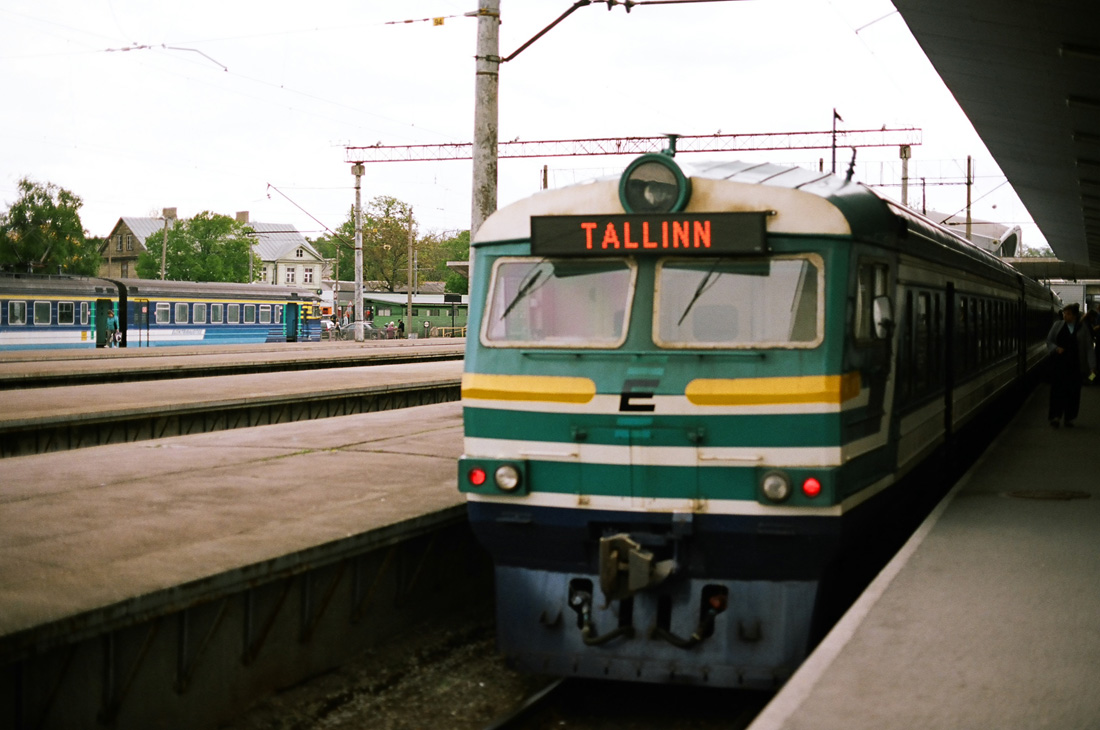 not many passengers came from valga but the number grew steadily especially when approaching tartu as the train called at all stations