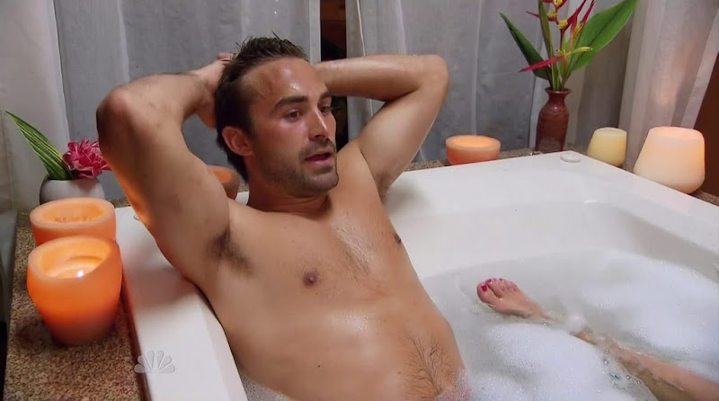Derek Leach Shirtless in Love in the Wild s1e04