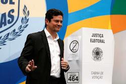 Moro diz que irá 'refletir' sobre convite de Bolsonaro para ser ministro