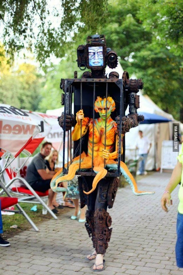 Robot Con Una Alien
