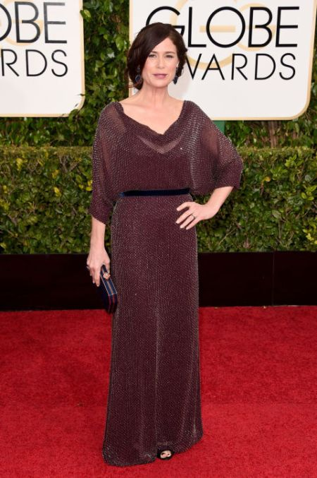 Maura Tierney in a shiny Jenny Packham dress at the Golden Globes 2015