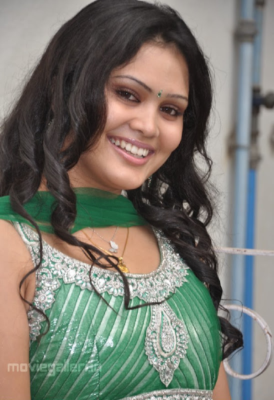 ACTRESS ASMITHA SEXY PICTURES unseen pics