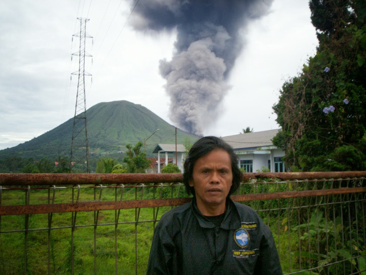 lokon volcano eruption news