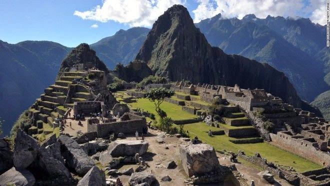 Η νέα τουριστική τάση: Γυμνοί σε αρχαιολογικούς χώρους