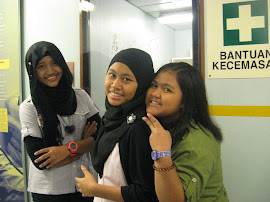 Amanyna(left) , Shakirah(middle), Alya(right)