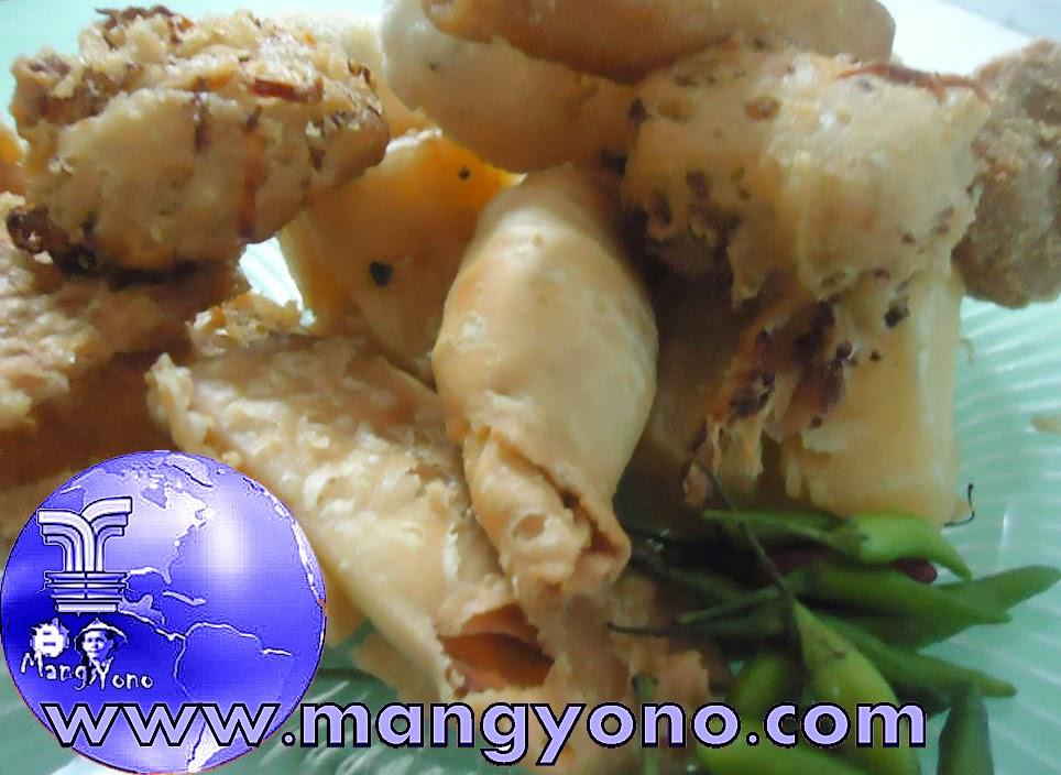 Pemirsa ... Ada bonus dari penjual gorengan untuk admin Blog Mang Yono ... hehehe