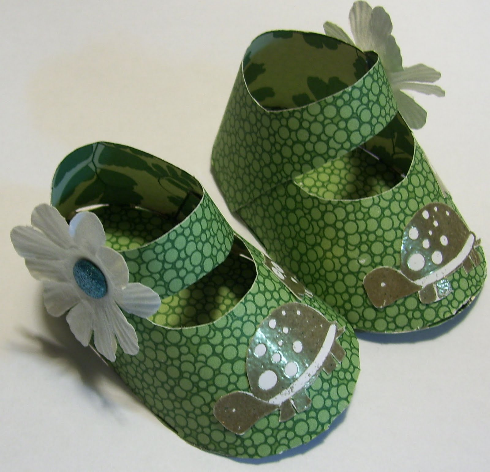 how to make paper baby shoes