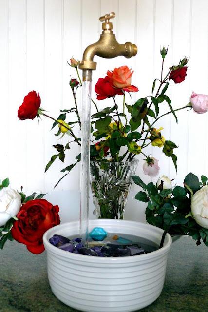 inutile pour les uns indispensable pour les autres un robinet qui tient tout seul en l air. Black Bedroom Furniture Sets. Home Design Ideas