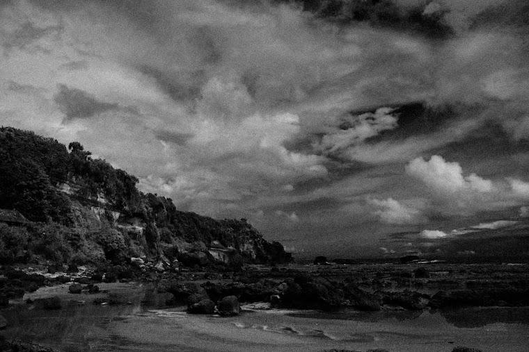 Pantai Ranca Buaya dalam Hitam Putih. 2011