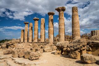 Heroo sorta di piccolo tempio greco alla memoria di personaggi defunti eroici