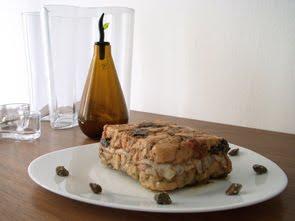Terrina di pollo e prugne con pancetta affumicata e lardo di Colonnata