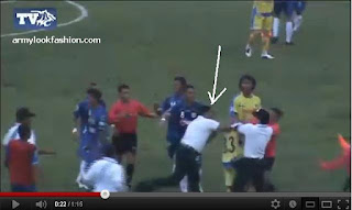 Foto Pemain Gresik United Dipukul | Video Pemukulan Pemain Gresik United
