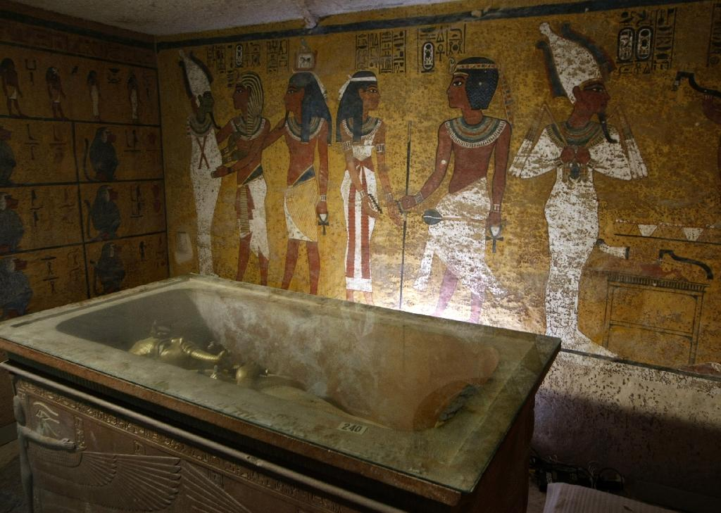 Archaeologist opens tomb of King Tut