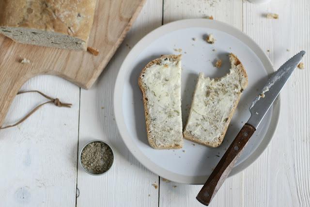 Butterbrot Scheibe mit grünen Oliven