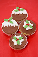 4 Christmas pudding themed cupcakes