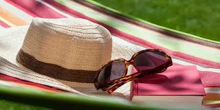Kacamata Hitam dan Topi Untuk Mencegah Katarak