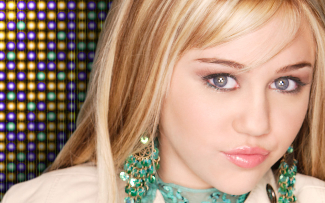 http://3.bp.blogspot.com/-0KqqvV1afFg/TkfcFb5TneI/AAAAAAAAB5E/-_XwtBCpHLs/s1600/Miley_Cyrus_3.jpg