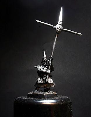 Mithril Silver sobre la cota de malla del Portaestandarte de los Elfos Oscuros