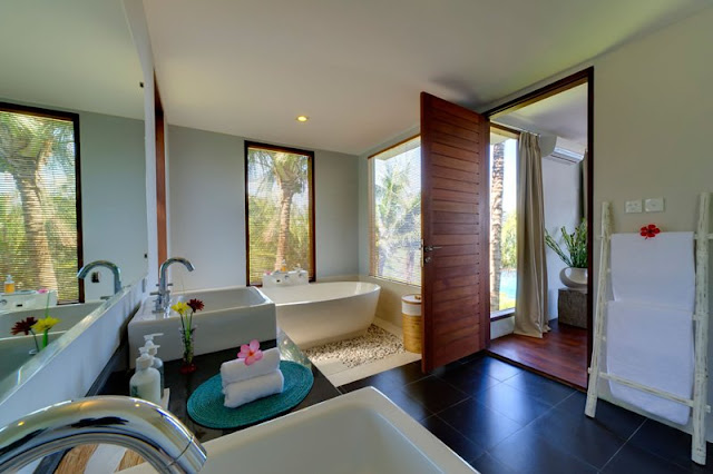 Picture of modern exotic bathroom in the cliff villa