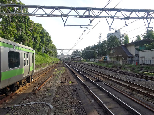 JR原宿駅,線路,山手線〈著作権フリー無料画像〉Free Stock Photos