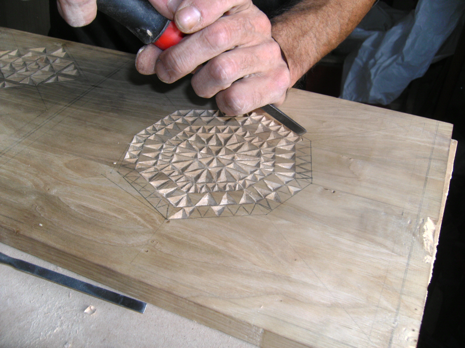 Talla estilo r stico en madera de casta o Madera de castano