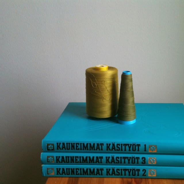 vintage Kauneimmat Käsityöt kirja vanha 70 craft books