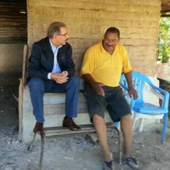 El Presidente Danilo conversa con un amigo