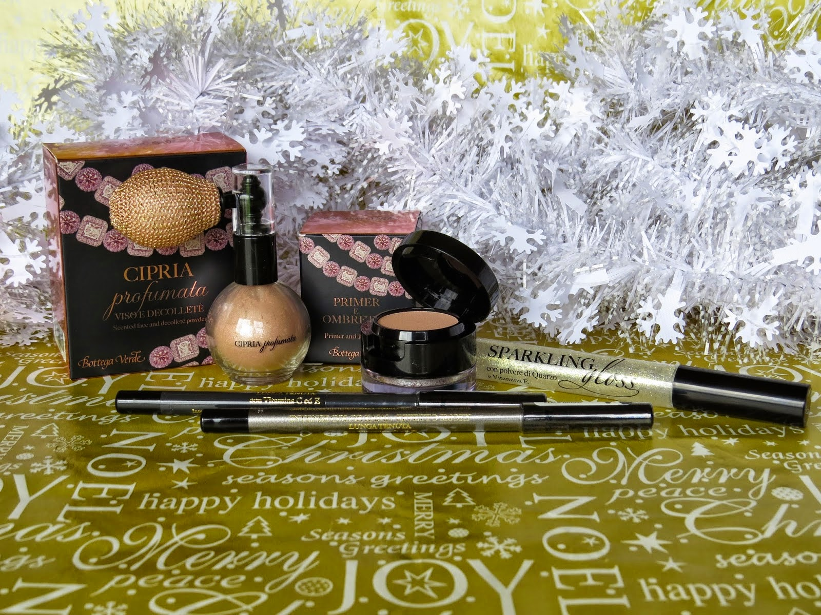 http://bellettomake-upandbeautyblog.blogspot.it/2014/12/christmas-make-up-giveaway.html