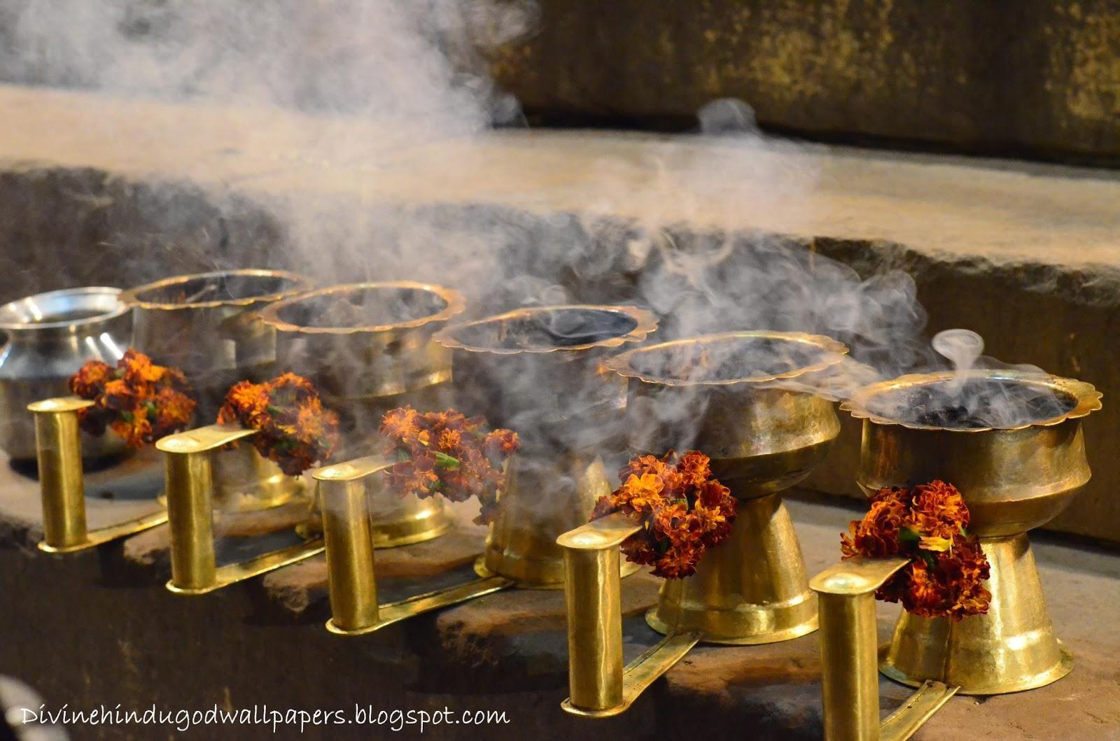 http://3.bp.blogspot.com/-0LcZr4pp7FU/USuvWCgevpI/AAAAAAAADR0/sYI7Ui7_88E/s1600/Ganga+Harathi_Kashi.jpg