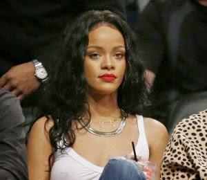 Rihanna truena contra CBS por cortar su canción/Niegan incidente de Lindsay Lohan con cadáver de Whitney Houston