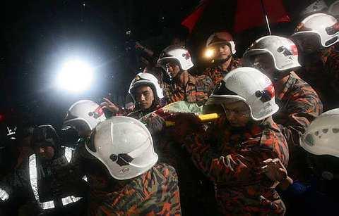 http://3.bp.blogspot.com/-0LoK-CA5a08/TdhOgsOKA4I/AAAAAAAABvM/WsSsUtzXdVU/s1600/mangsa-tanah-runtuh-rumah-anak-yatim36.jpg