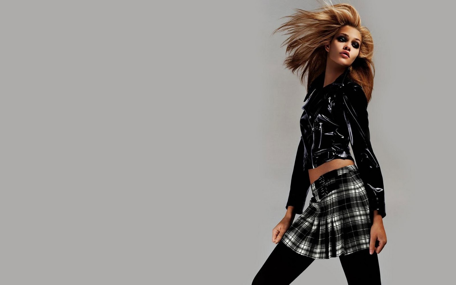 2011 News HD Fashion Wallpapers And Model