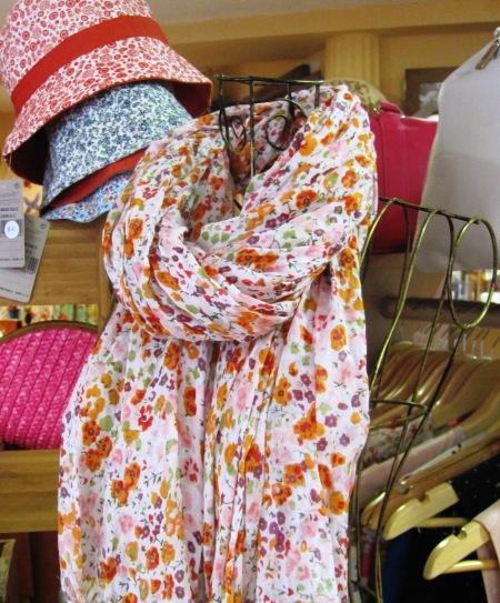 Sombreros tela y fular florecitas