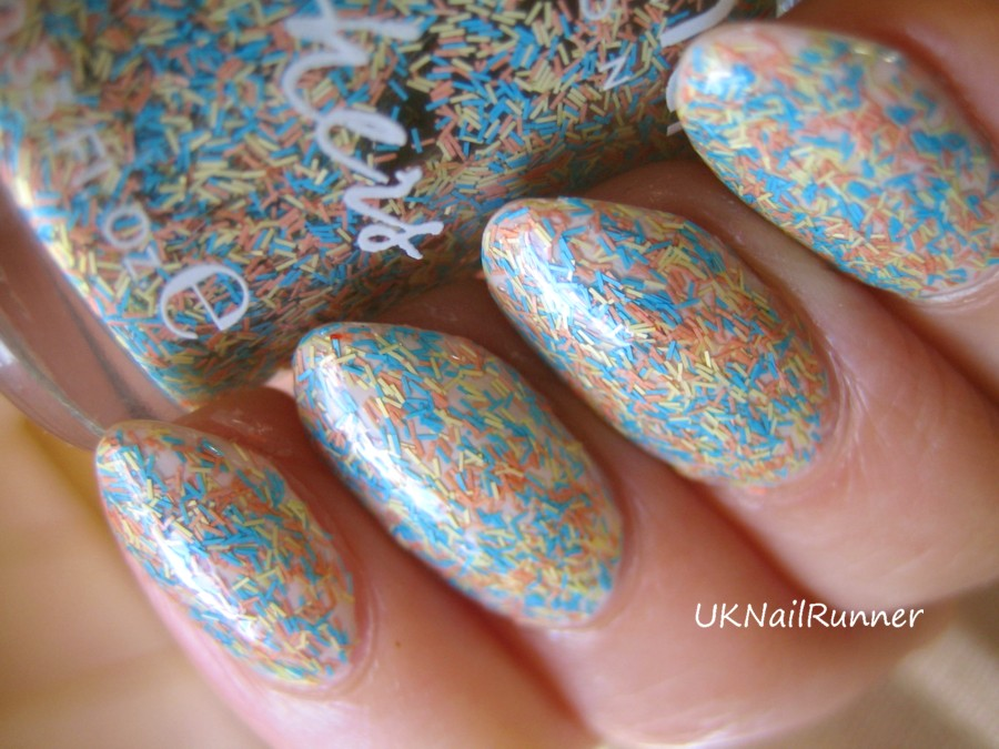UKNailRunner: Nails Inc Feathers - swatch and review