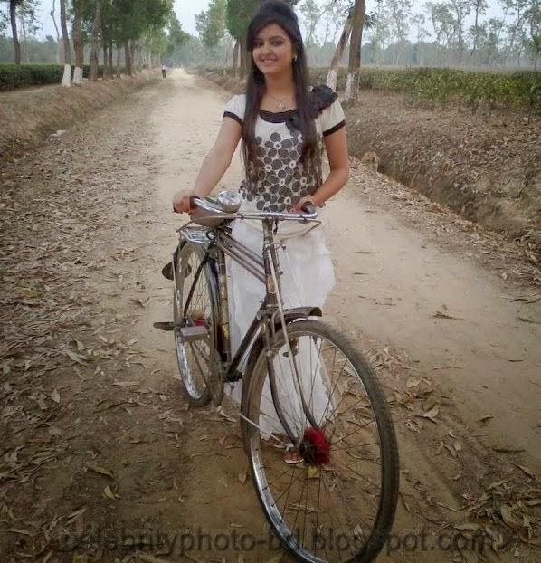 Bangladeshi+Super+Hot+And+Cute+Model+Pori+Moni's+HD+Photos001