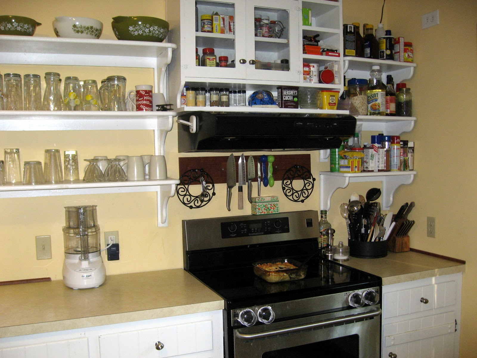The virtuous wife my kitchen for Kitchen cabinet shelves
