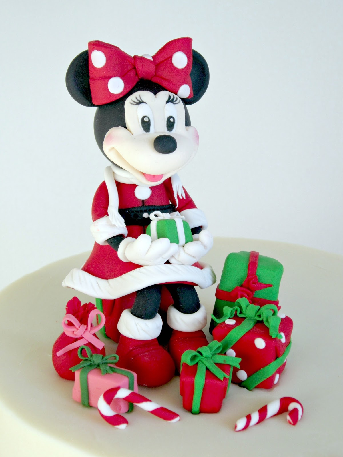 Delectable cakes adorable minnie mouse 39 christmas - Minnie mouse noel ...