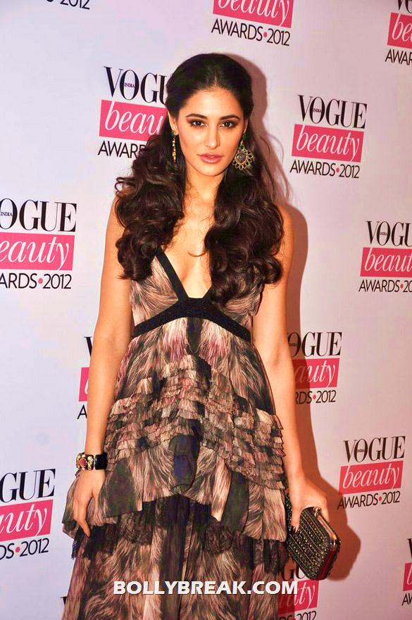 Nargis Fakhri in a black and camel gown  - (3) - Deepika, Nargis Fakhri and others @'Vogue Beauty Awards 2012'