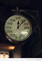 -¿Es hora de entrar en acción?-  //       - No se, pero mira mi reloj.