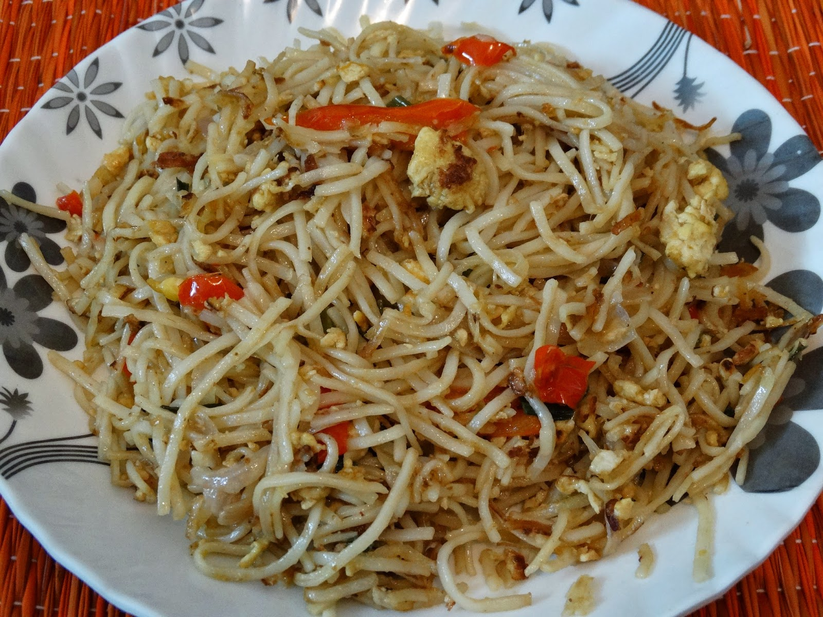 Cooking is therapeuticgo ahead and indulge rainingfood here are the ingredients for chinese egg hakka noodles serves 2 forumfinder Images