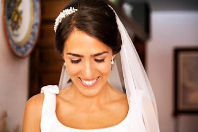 Irene está deslumbrante con su tocado de novia de perlas by @nilataranco