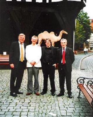 Dr. Thomas H. Thomsen, Michael Wiltshire (Presidente de Chess Collectors International), Achim F. Kiel (último descendiente de la familia del Rey Ricardo Corazón de León) y José María Gutiérrez Dopino