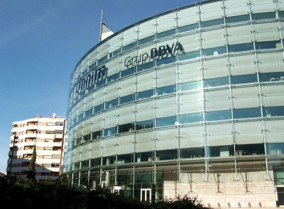 El edificio de unnim en terrassa ser la segunda sede del for Oficinas bbva terrassa
