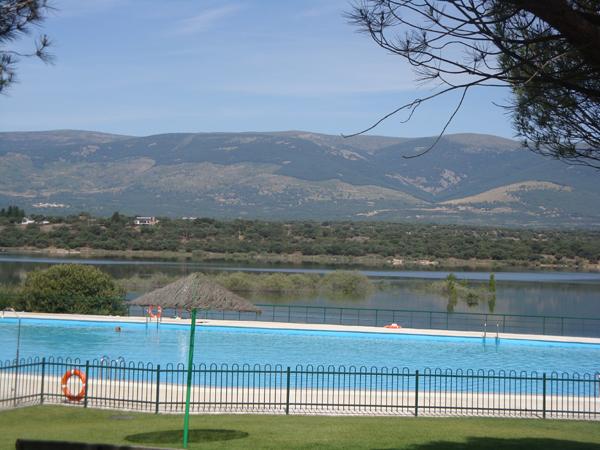 Piscinas naturales en madrid y muy cerquita for Piscina natural de riosequillo