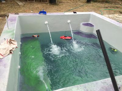 mise en eau de la piscine construction d 39 une petite piscine en b ton quip e spa. Black Bedroom Furniture Sets. Home Design Ideas