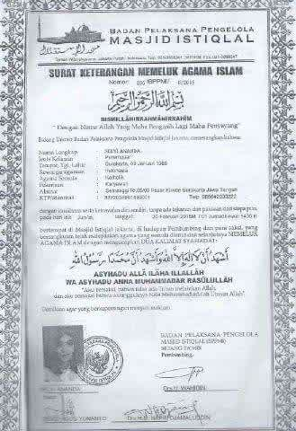 Surat Keterangan Memeluk Agama Islam yang tampak adanya sebuah tanda tangani Selvi